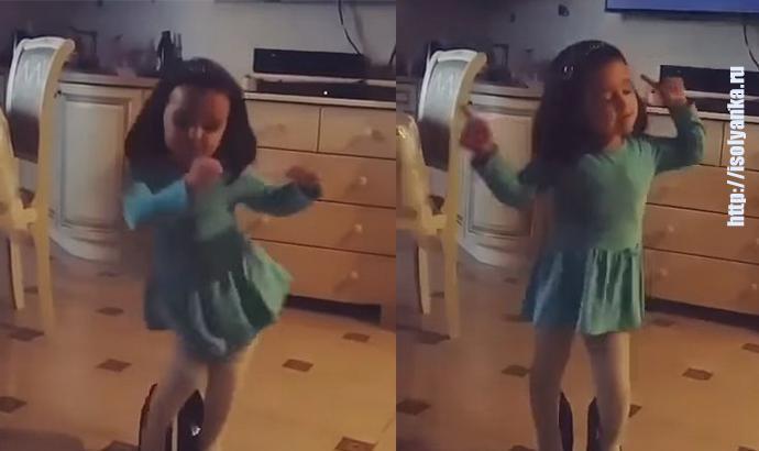 Малышка отрывается под «Вите надо выйти»! | 14