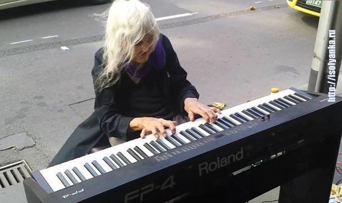 Эта женщина прожила нелегкую жизнь, но никакие испытания не смогли убить ее талант — Натали Трейлинг, история уличного музыканта... | 1