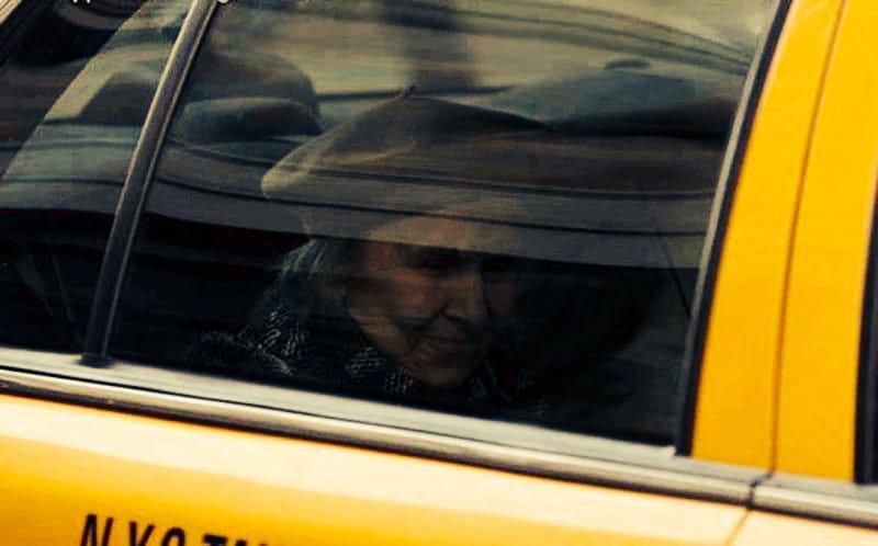 Устав ждать, таксист хотел поторопить пассажира... но то, что произошло дальше перевернуло его жизнь! | 6