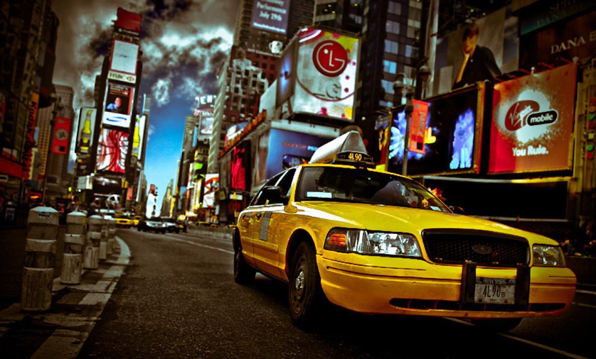 Устав ждать, таксист хотел поторопить пассажира... но то, что произошло дальше перевернуло его жизнь!