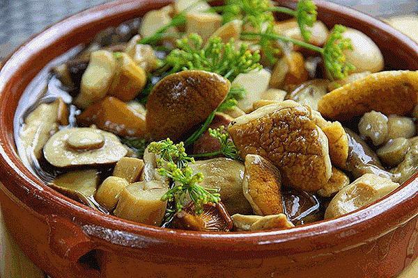 Простой маринад для консервации - подойдет любым грибам!