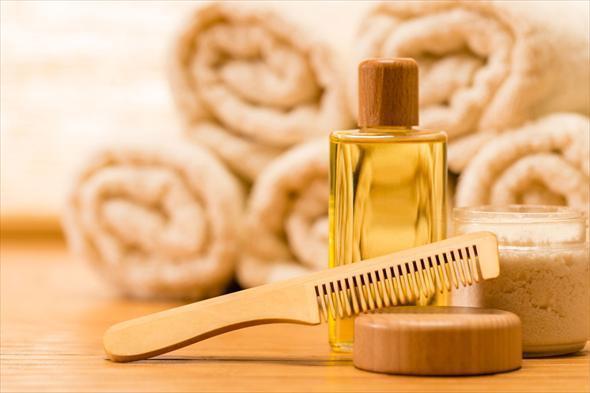 Какие эфирные масла помогут восстановить поврежденные волосы?