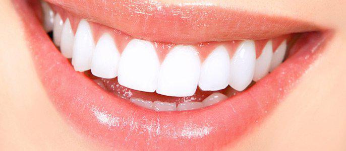 Простой способ отбелить зубы!