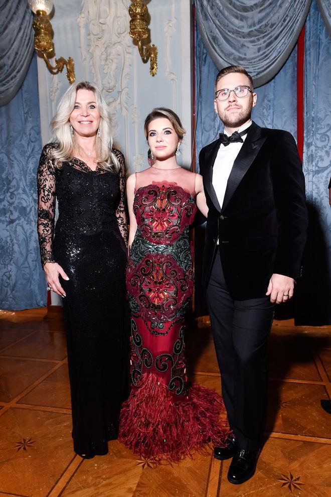 Жена Игоря Крутого произвела фурор появившись на балу Tatler в полупрозрачном платье