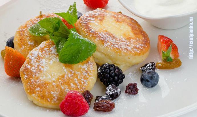 Сырнички с изюмом - вкусный завтрак или сытный ужин для ваших деток! | 1