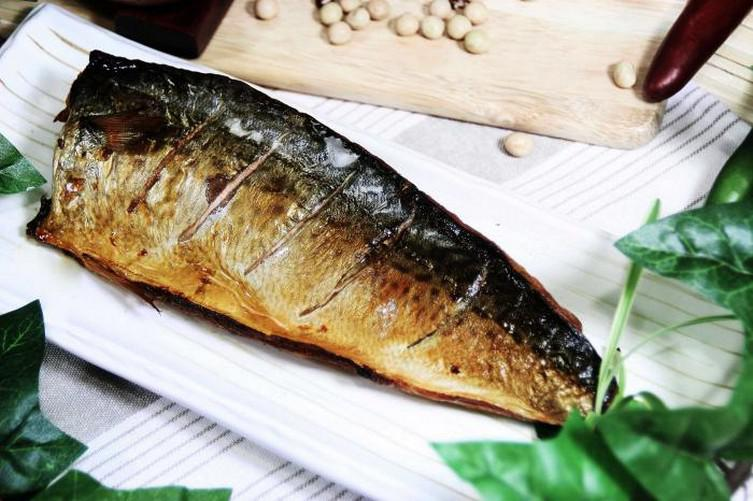 Скумбрия за 3 минуты. Вкусная и нежная рыбка без коптильни и химии!