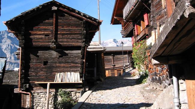 Щвейцарская деревня приглашает на постоянное место жительства желающих и платит за это... $70 000! | 11