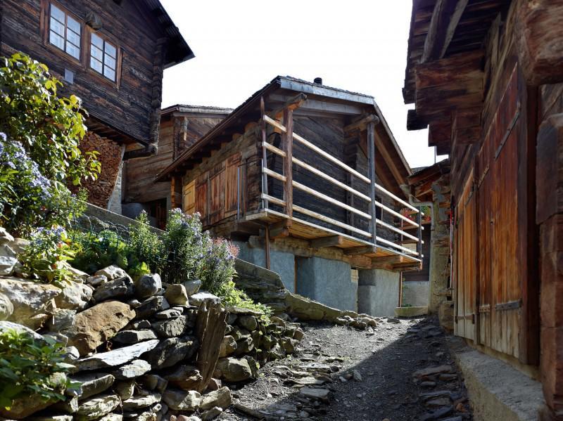 Щвейцарская деревня приглашает на постоянное место жительства желающих и платит за это... $70 000! | 13