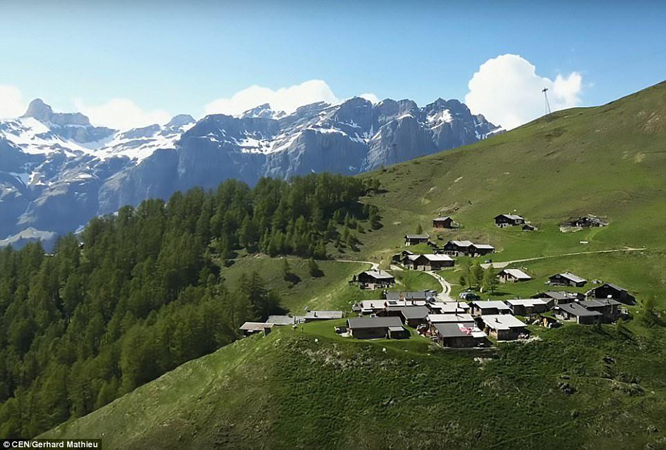Щвейцарская деревня приглашает на постоянное место жительства желающих и платит за это... $70 000! | 14