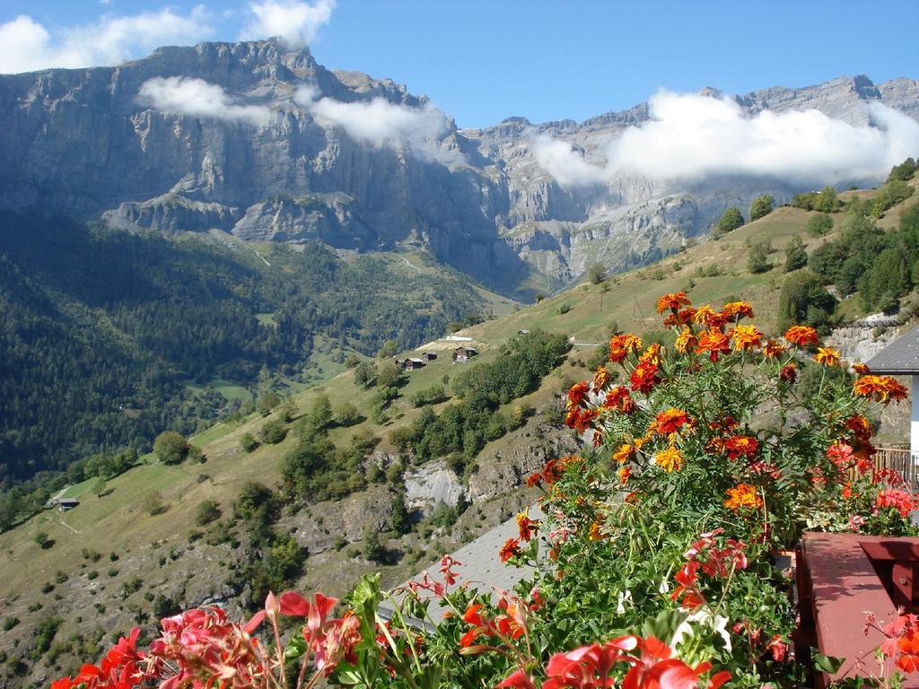 Щвейцарская деревня приглашает на постоянное место жительства желающих и платит за это... $70 000! | 17
