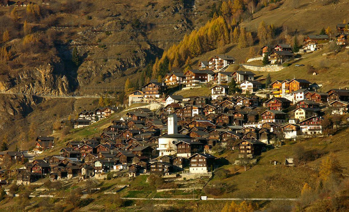 Щвейцарская деревня приглашает на постоянное место жительства желающих и платит за это... $70 000! | 18