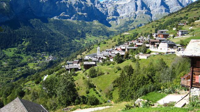 Щвейцарская деревня приглашает на постоянное место жительства желающих и платит за это... $70 000! | 6