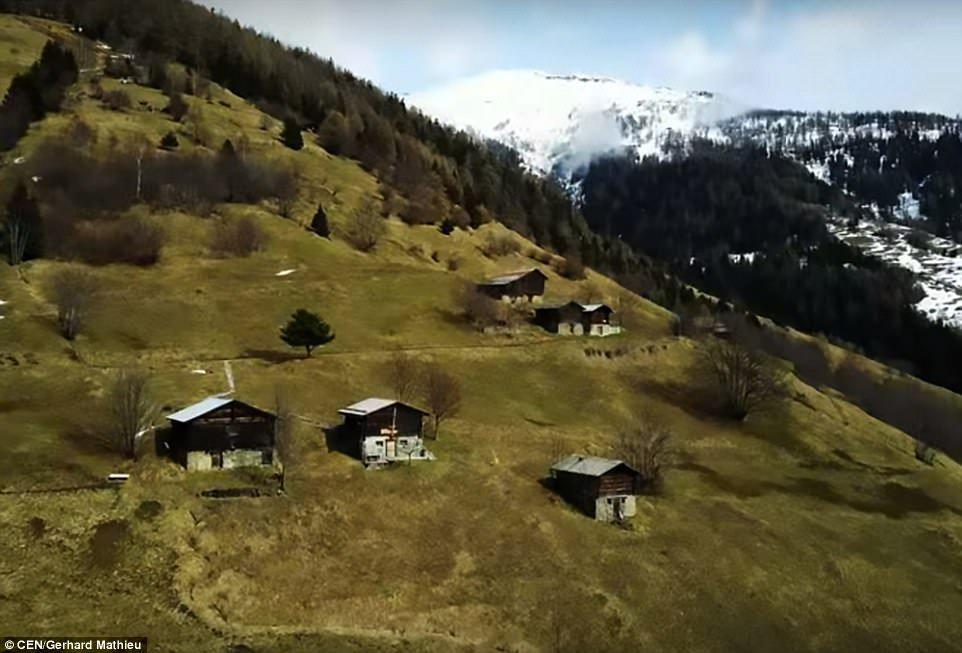 Щвейцарская деревня приглашает на постоянное место жительства желающих и платит за это... $70 000! | 7