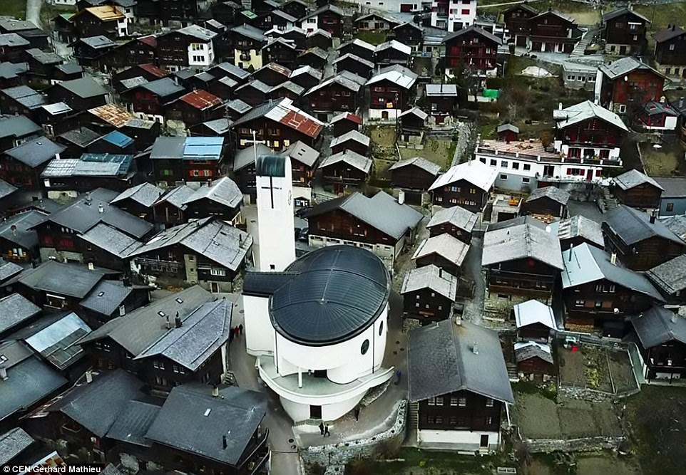 Щвейцарская деревня приглашает на постоянное место жительства желающих и платит за это... $70 000! | 8