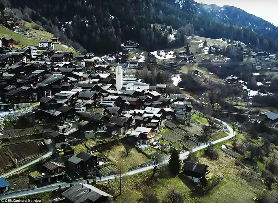 Щвейцарская деревня приглашает на постоянное место жительства желающих и платит за это... $70 000! | 9