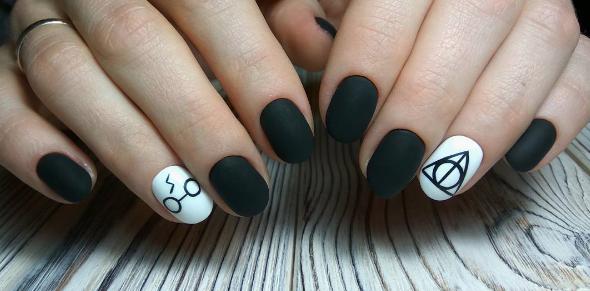 Черно-белый маникюр на короткие ногти | 2
