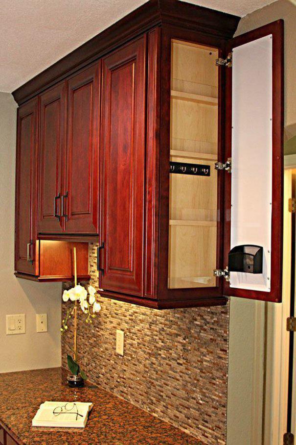 Секретное отделение в шкафчике где спрятаться, забавно, неожиданно, познавательно, потайное место, секрет, тайна, тайник