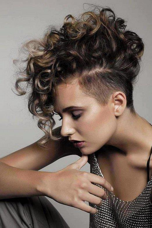 https://mirkrasoty.life/wp-content/uploads/2017/09/110602-short-curly-hair-mohawk-styles.jpg