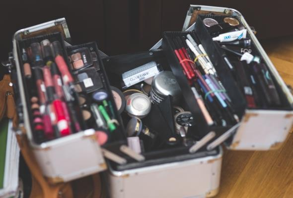 Какой вред здоровью может нанести просроченная косметика?