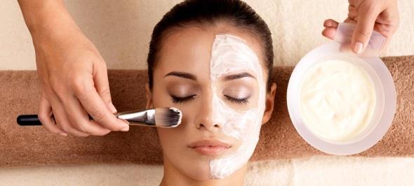 Самые быстрые, простые и эффективные маски для лица в домашних условиях