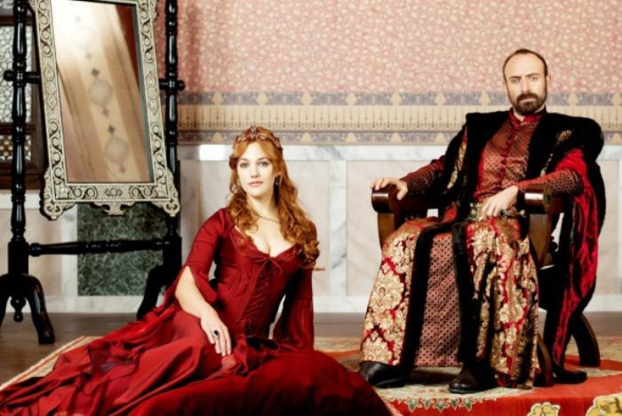 Звезда «Великолепного века» Мерьем Узерли выходит замуж за известного египетского актера