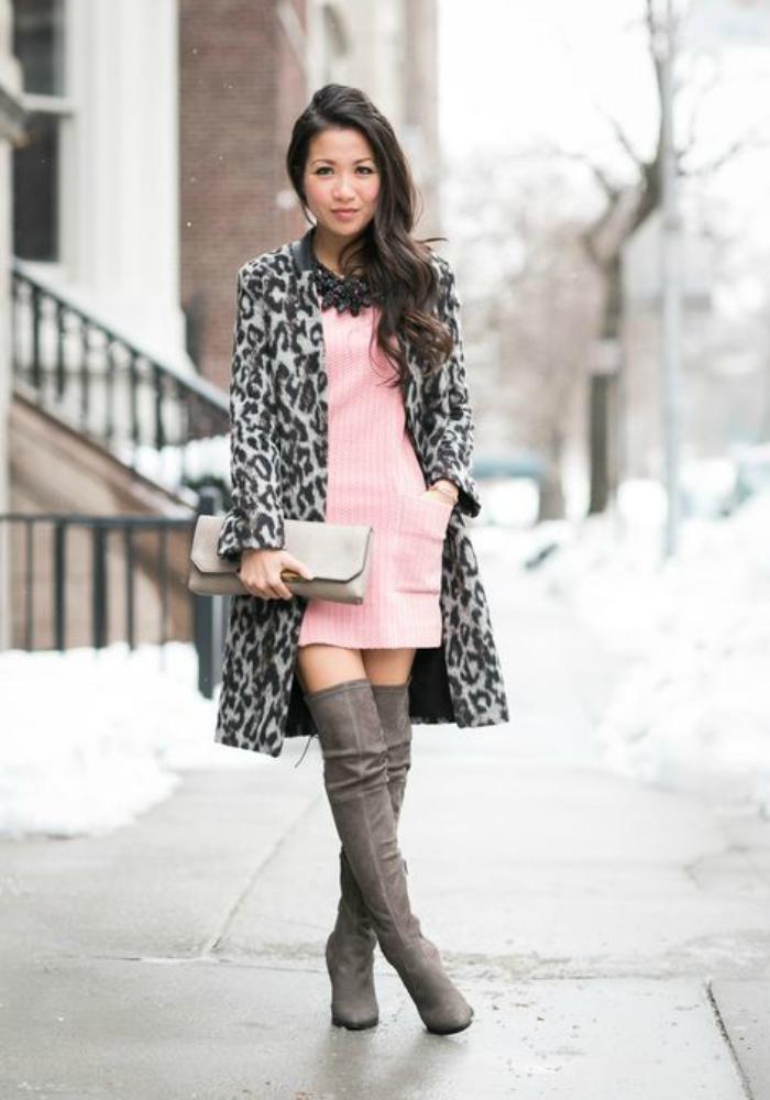 Серое платье и серые сапоги