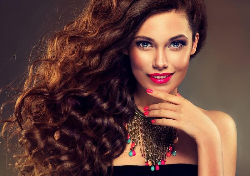Красивые локоны на длинных волосах