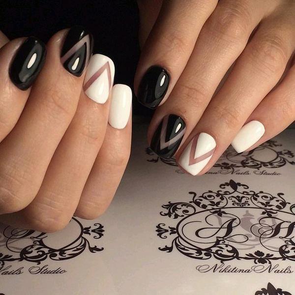 Оригинальный черно-белый маникюр