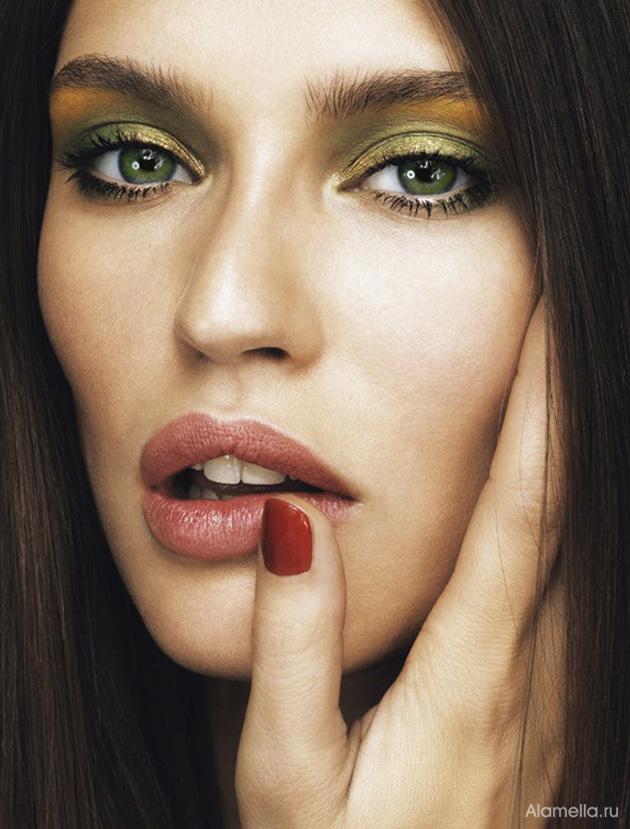 Макияж, который идеально подходит брюнеткам с зелеными глазами