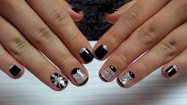 Модный маникюр с дизайном на короткие ногти