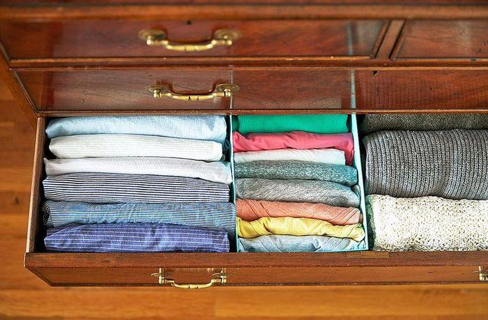 Как правильно складывать вещи и белье в шкафу, чтобы они занимали меньше места   1