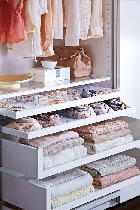 Как правильно складывать вещи и белье в шкафу, чтобы они занимали меньше места   22