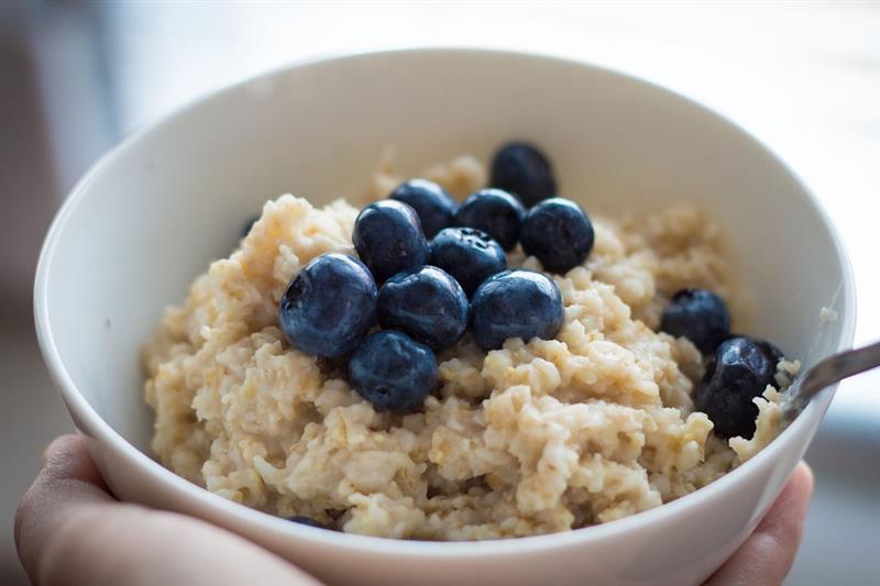 Почему нужно есть на завтрак овсянку каждый день?
