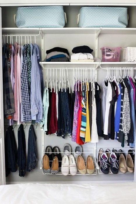 Как правильно складывать вещи и белье в шкафу, чтобы они занимали меньше места   4