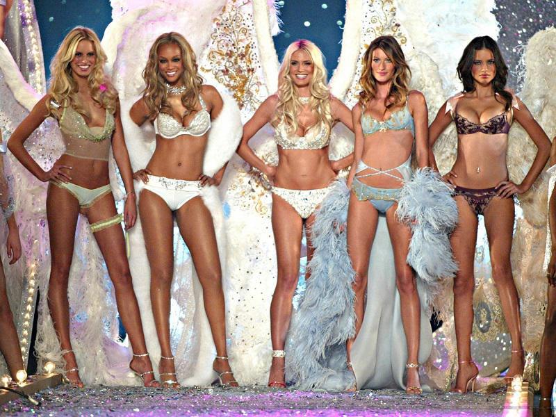 Как купальники Victoria's Secret выглядят на моделях, и на самых обычных женщинах | 7