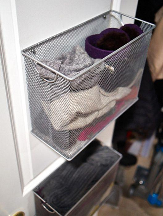 Как правильно складывать вещи и белье в шкафу, чтобы они занимали меньше места   8