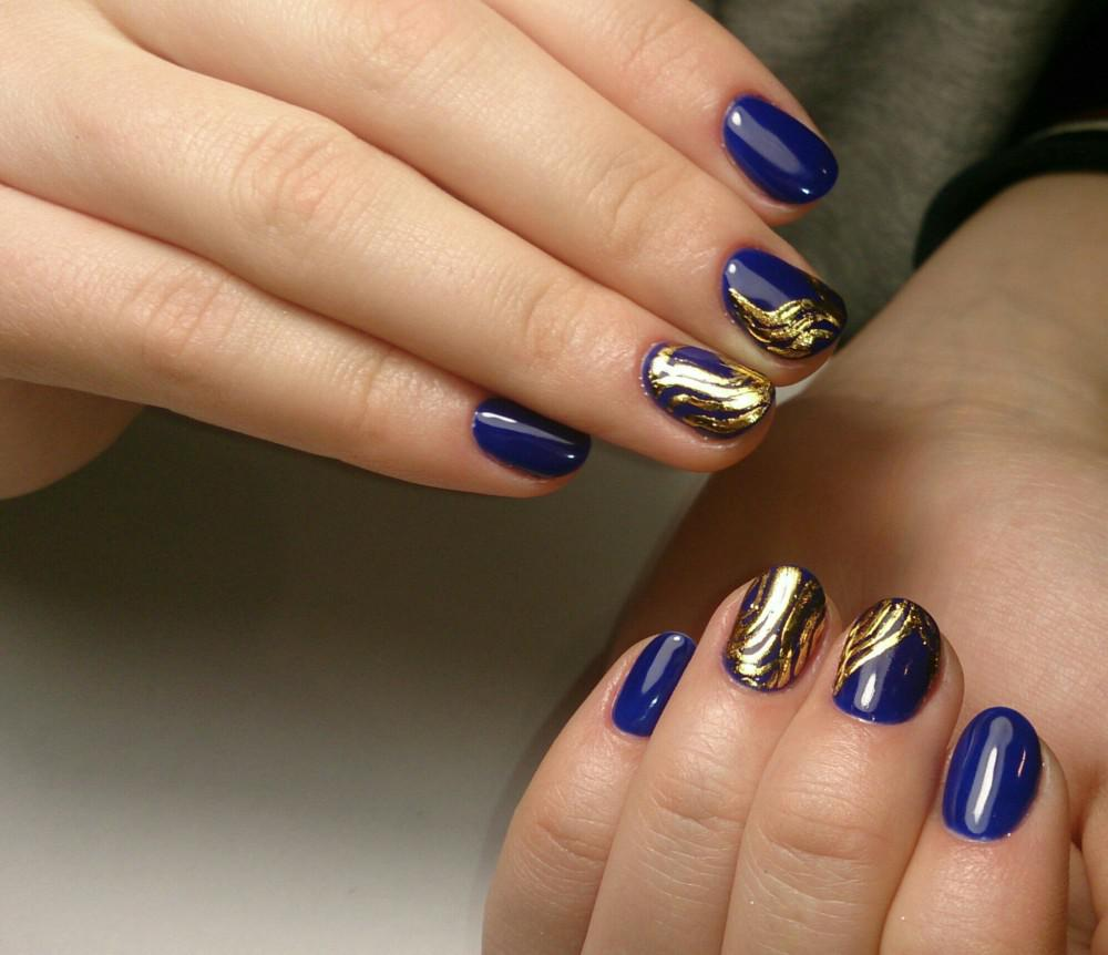 https://fashionhot.ru/wp-content/uploads/2017/09/Blue-manicure-1-2.jpg