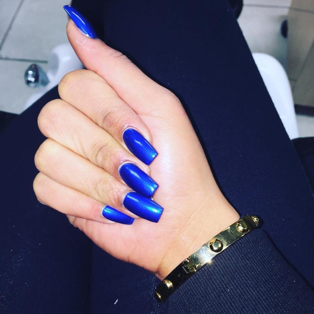https://fashionhot.ru/wp-content/uploads/2017/09/Siniy-manikyur-26.jpg