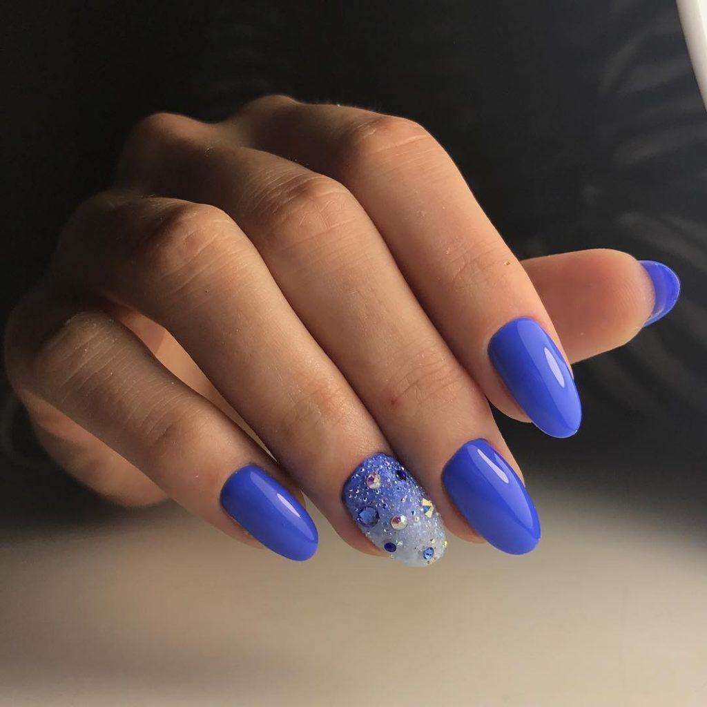 Синий маникюр и его модные оттенки (63 фото)