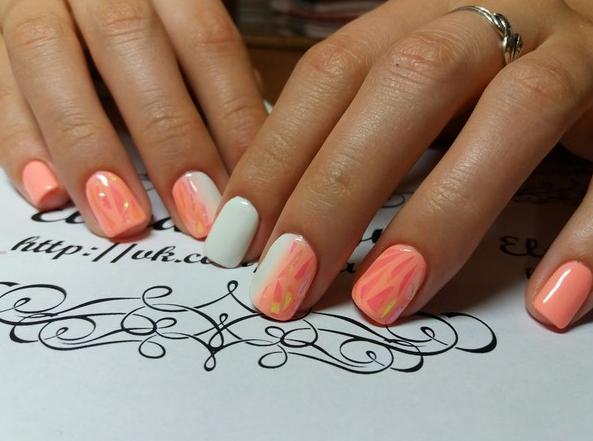 Стильный маникюр на короткие ногти