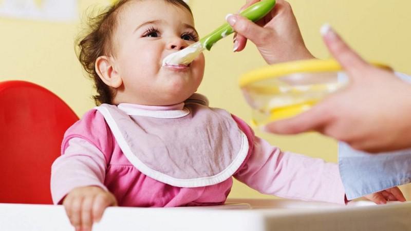 Какие молочные продукты вводят в детский прикорм первыми