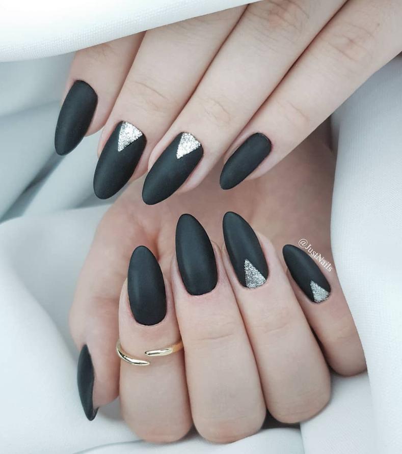 Черный маникюр на короткие ногти. 50+ элегантных идей | 34