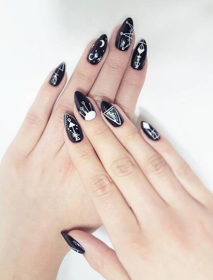 Черный маникюр на короткие ногти. 50+ элегантных идей | 44