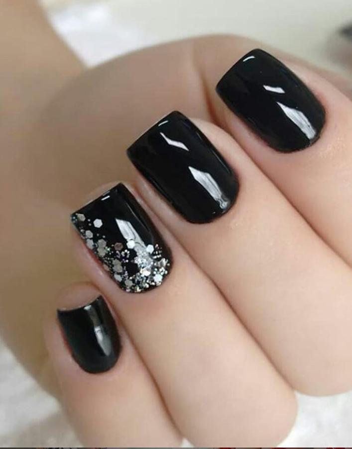 Черный маникюр на короткие ногти. 50+ элегантных идей | 51