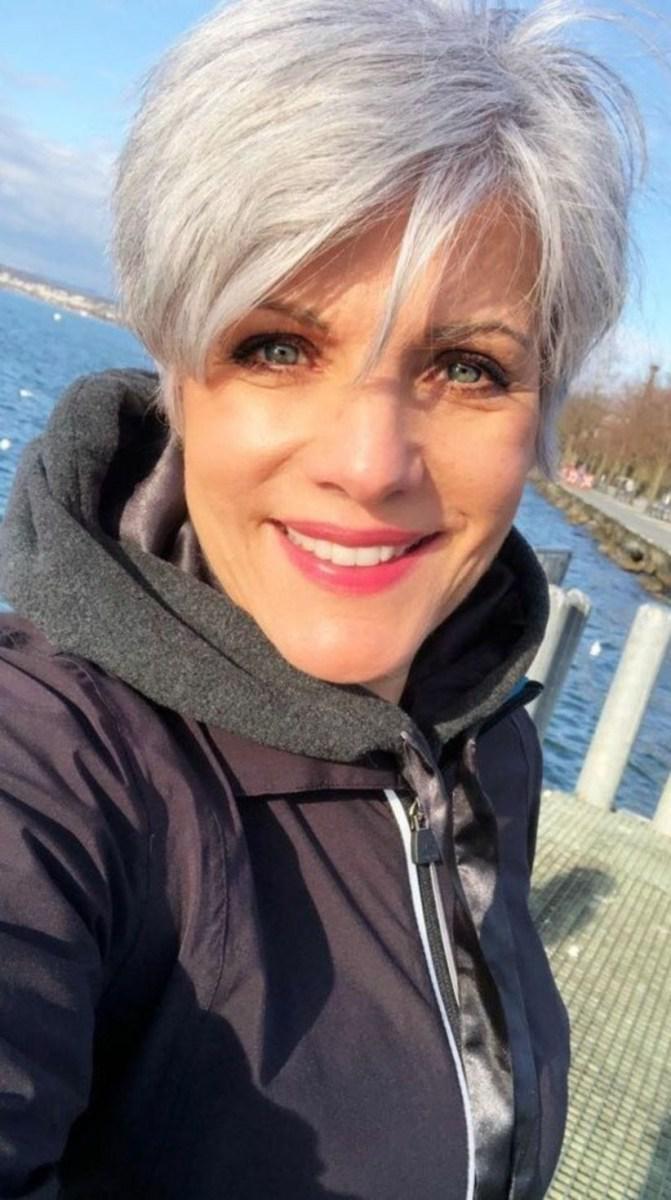 38 милых стрижек для женщин старше 40, которые помогут сбросить 10 лет | 10