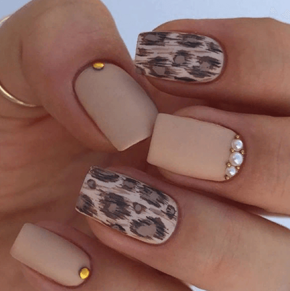 38 идей матового маникюра на короткие квадратные ногти 25