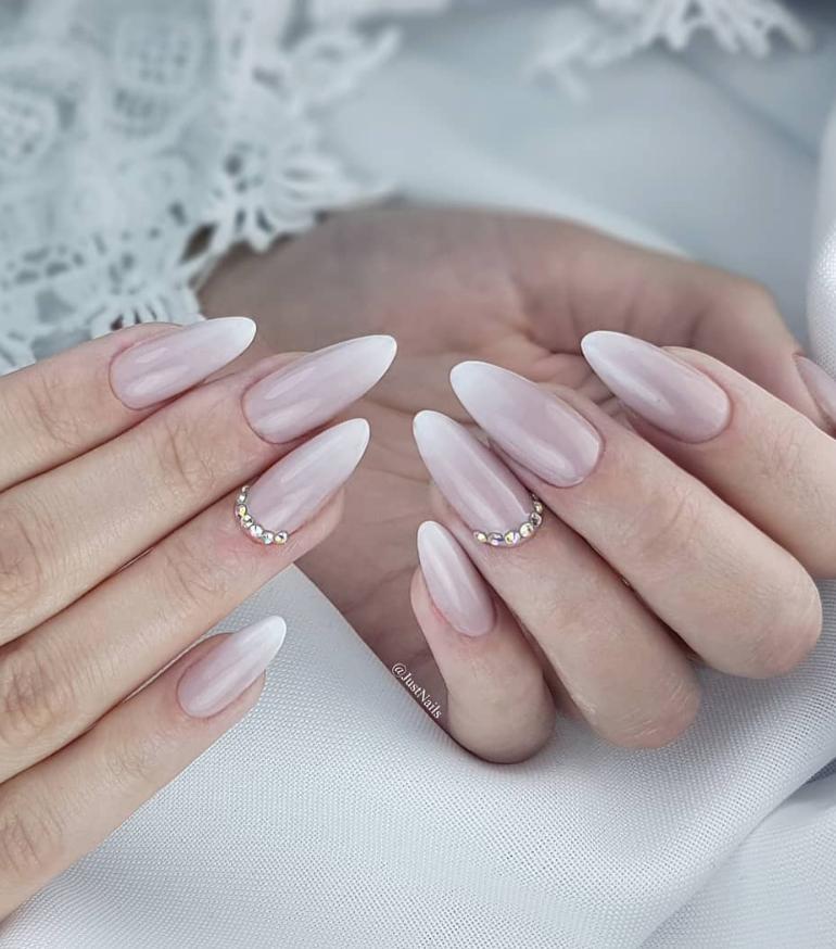 Модные идеи дизайна на овальные ногти | 35