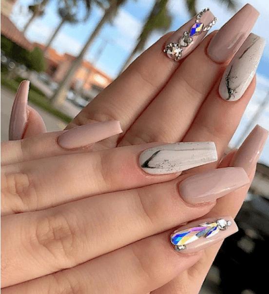 Невероятно красивые идеи летнего маникюра 2019 на ногти-пуанты | 18