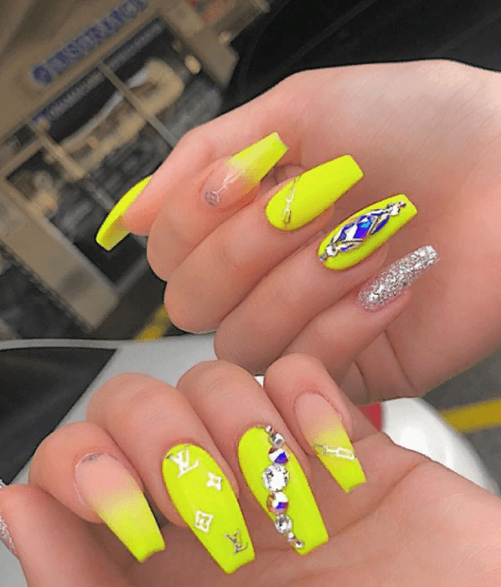 Невероятно красивые идеи летнего маникюра 2019 на ногти-пуанты | 21