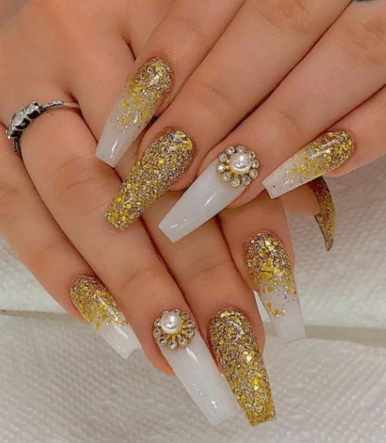 Невероятно красивые идеи летнего маникюра 2019 на ногти-пуанты | 24